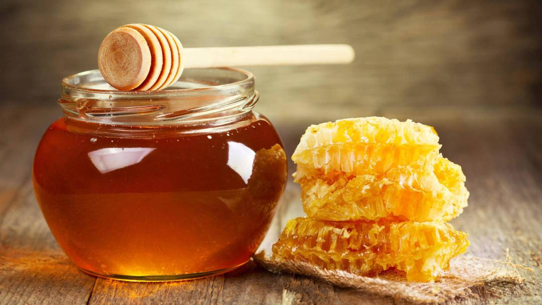 honey-vs-raw-honey-benefits-1